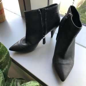 Dolce vita black leather booties in sz 6